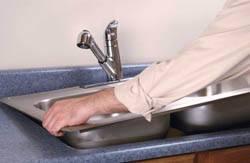 Сантехник в Владикавказе. Услуги сантехника – установка раковины на кухне